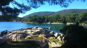Pogled na pomol in del glavne plaze